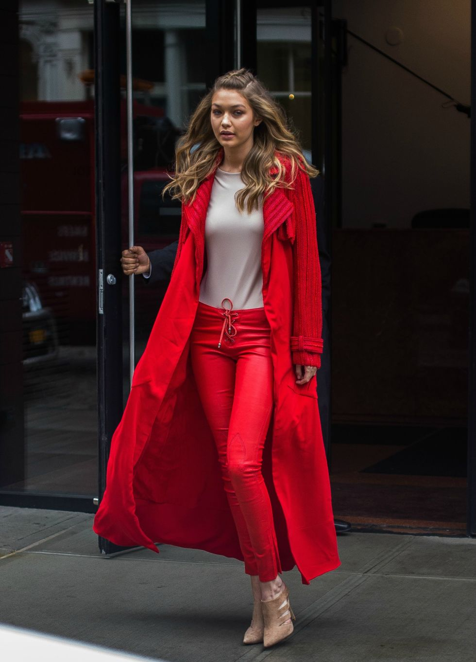 GET THE LOOK - GIGI IN RED