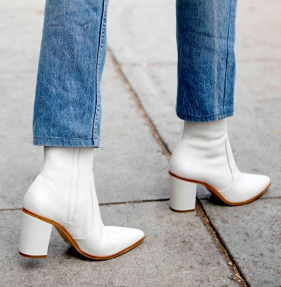 MUST HAVE OFTHE WEEK - WHITE BOOTS