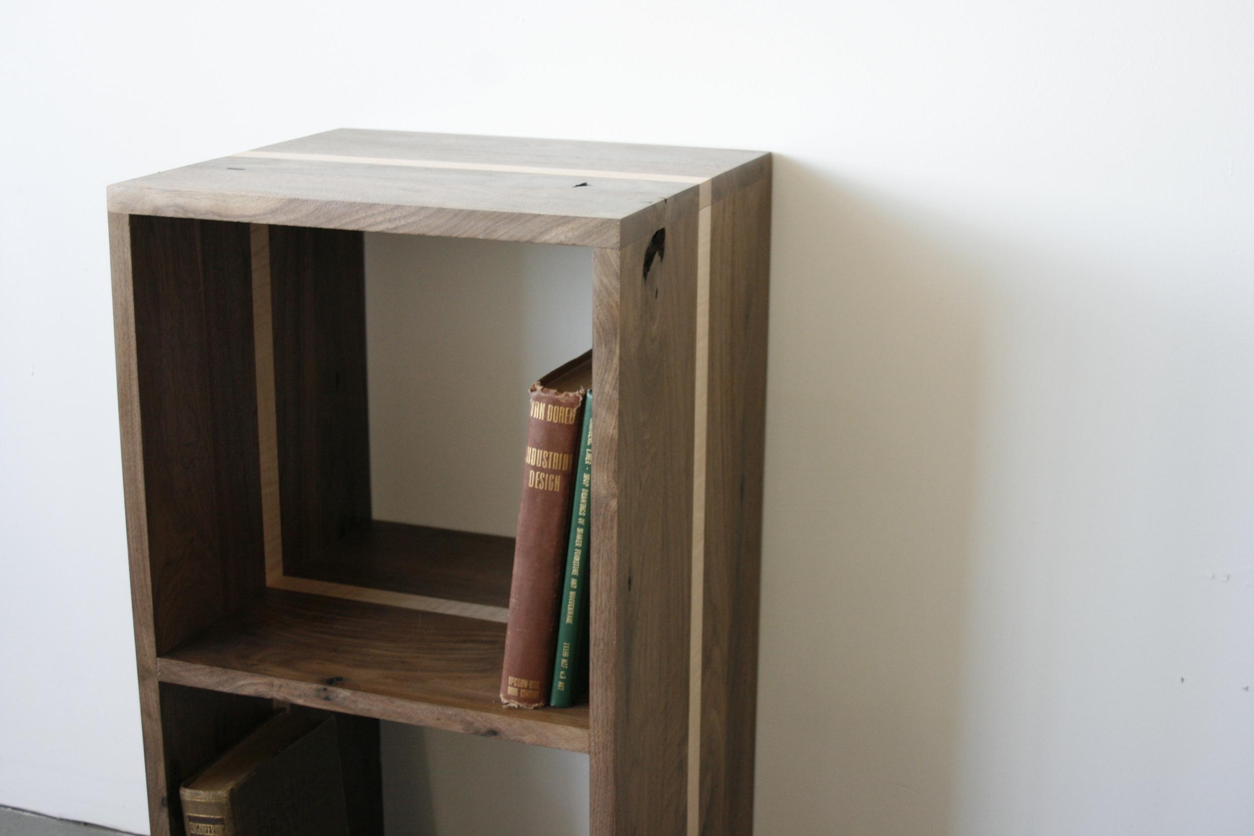 Book bløck  Vinyl / Book Storage, American black walnut & Curly Maple .