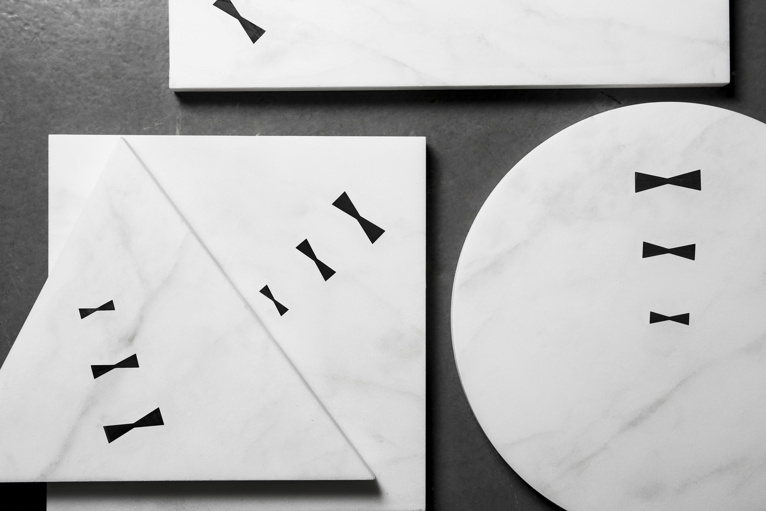 Butterfly Trivet   White Carrara Marble | Negro Marquina
