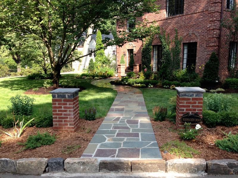 Brick-and-Boxwood-Garden-Wall-Larchmont-1.jpg