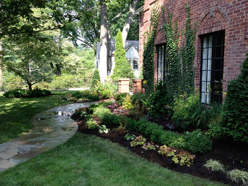 Brick-and-Boxwood-Garden-Wall-Larchmont-3.jpg