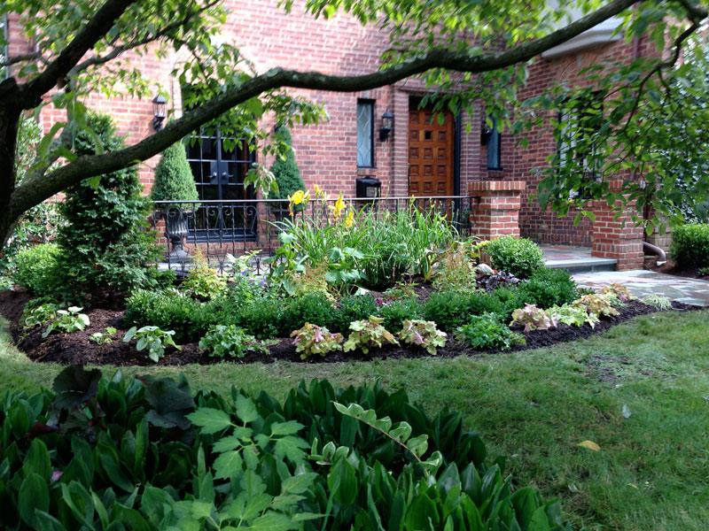 Brick-and-Boxwood-Garden-Wall-Larchmont-4.jpg