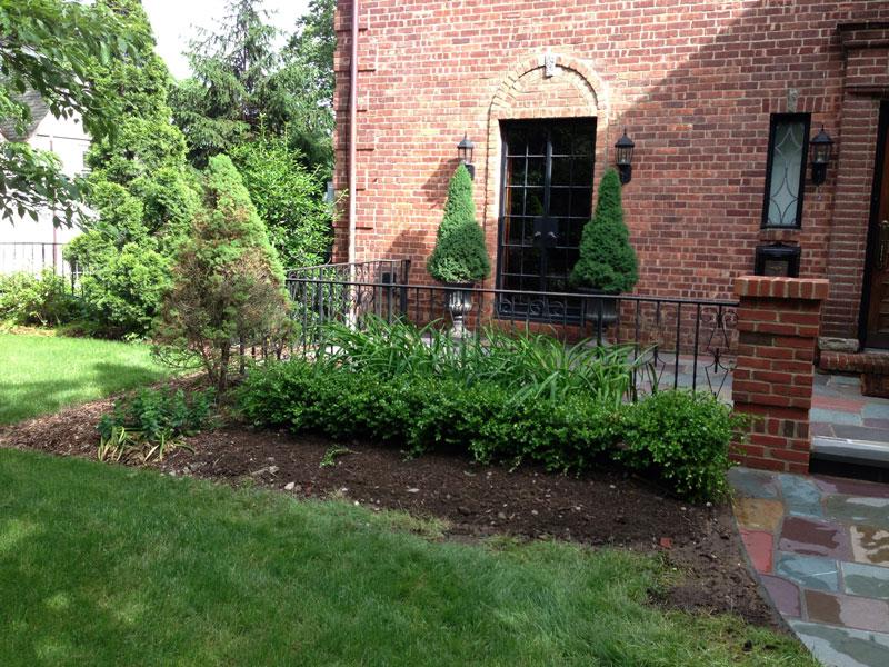 Brick-and-Boxwood-Garden-Wall-Before-4.jpg