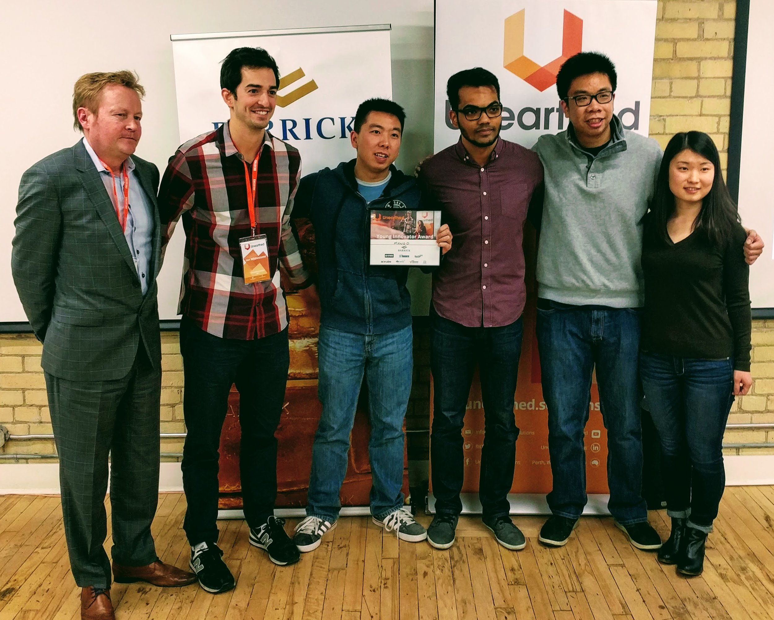 Brad BEchtold of Cisco (left) presenting the Young Innovator award for under-25s to Team Mango.