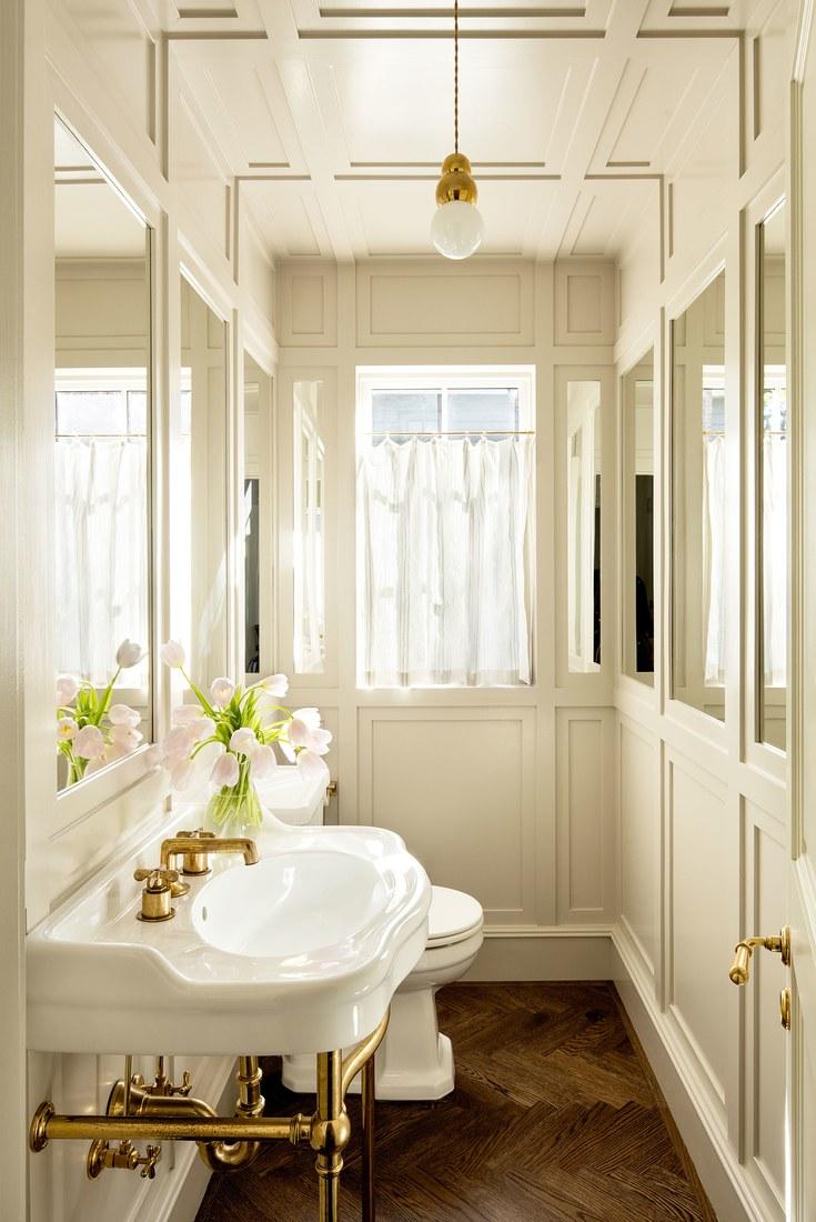 Oregon Home Design by Jessica Helgerson. Bath.