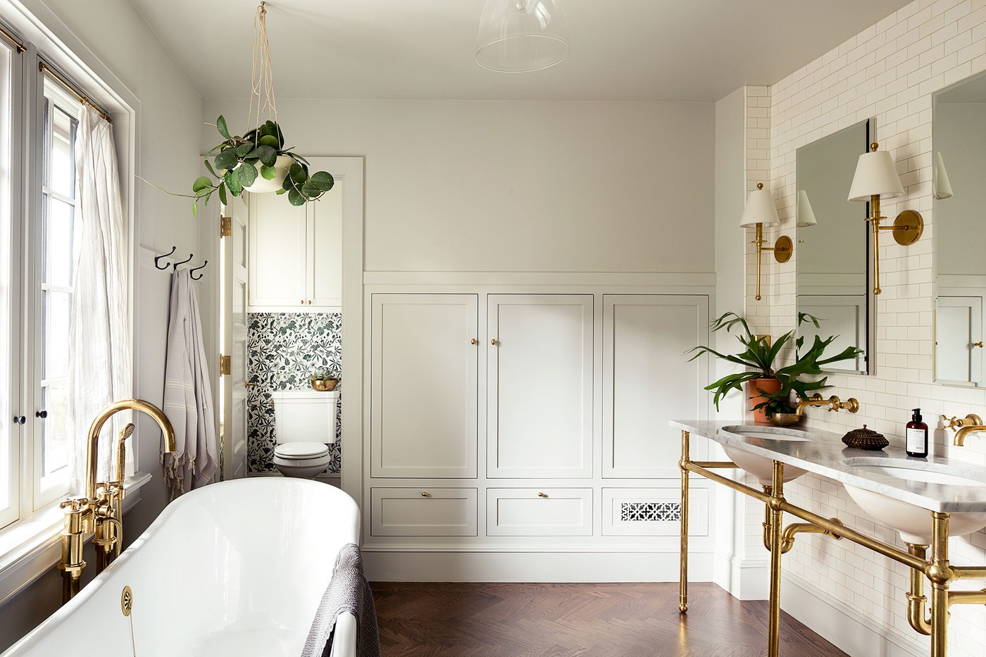 Oregon Home Design by Jessica Helgerson. Master Bath.