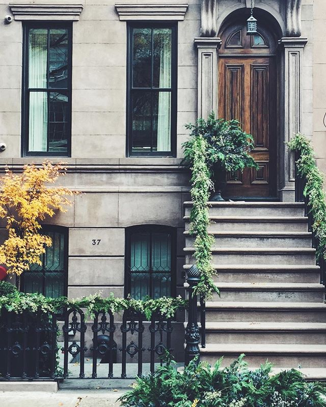 NYC Brownstone in Autumn. Simply Elegant Blog.