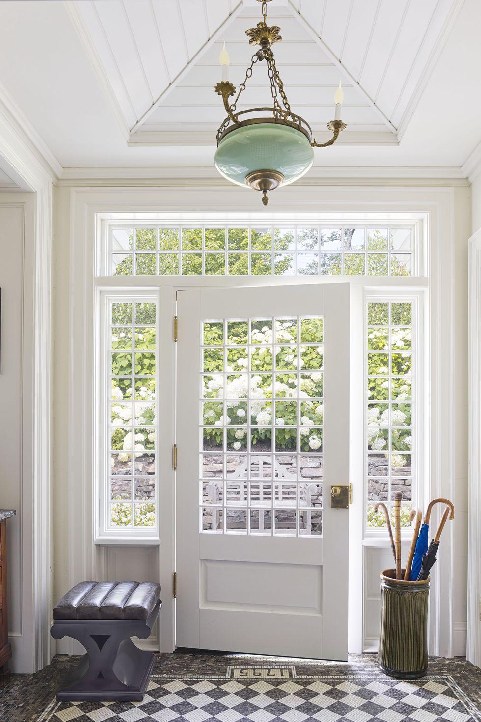 philip-mitchell-foyer-nova-scotia-veranda-1560270013.jpg