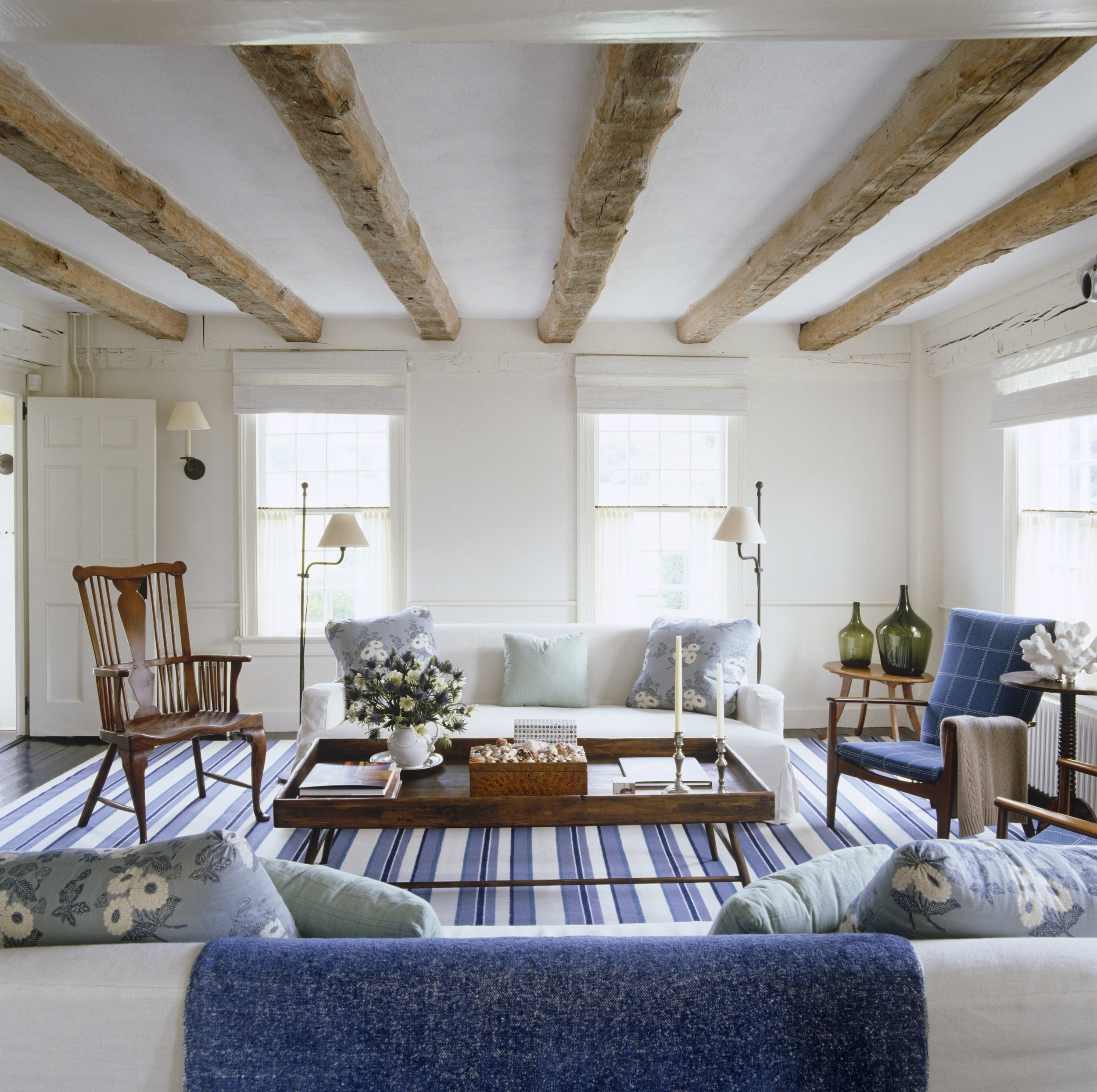 A historic home in East Hampton with a dhurrie carpet and range of blues.