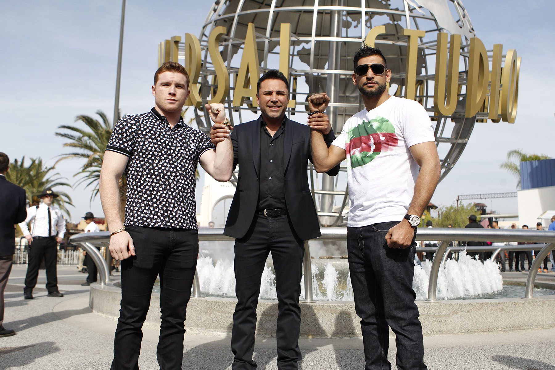 Canelo Alvarez and Amir Khan face one another for the final time before their May 7th clash. Photo Credit: Hogan Photos/Golden Boy Promotions