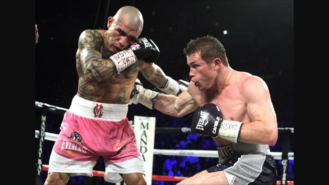 Canelo with a right hand to the body of Miguel Cotto. Photo: John Gurzinki/ AFP/ Getty Images