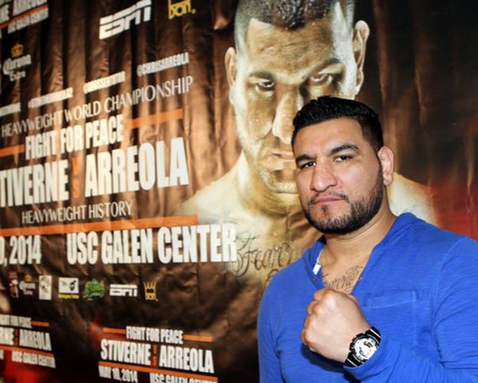 Chris Arreola poses for a picture at the press conference for his fight against Bermane Stiverne in 2014. Photo: Big Joe Miranda/FightNews.com