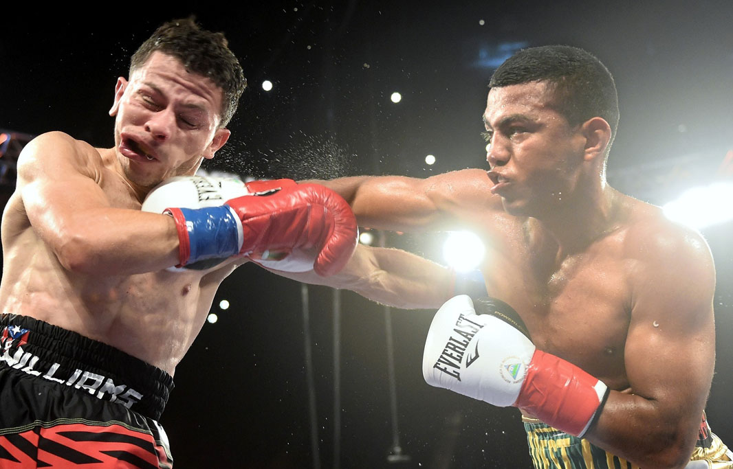 Roman Gonzalez successfully defends his 112-pound title against McWilliams Arroyo. Photo: Naoki Fukuda/RingTV