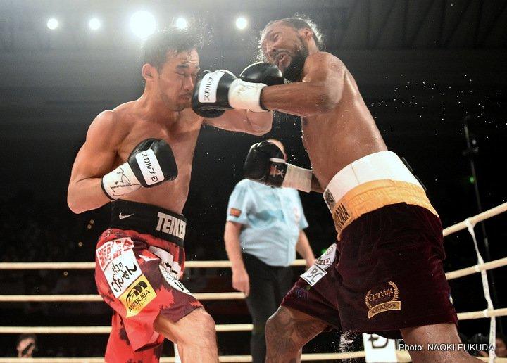 Yamanaka and Moreno trade punches. Photo: Naoki Fukuda/RingTV