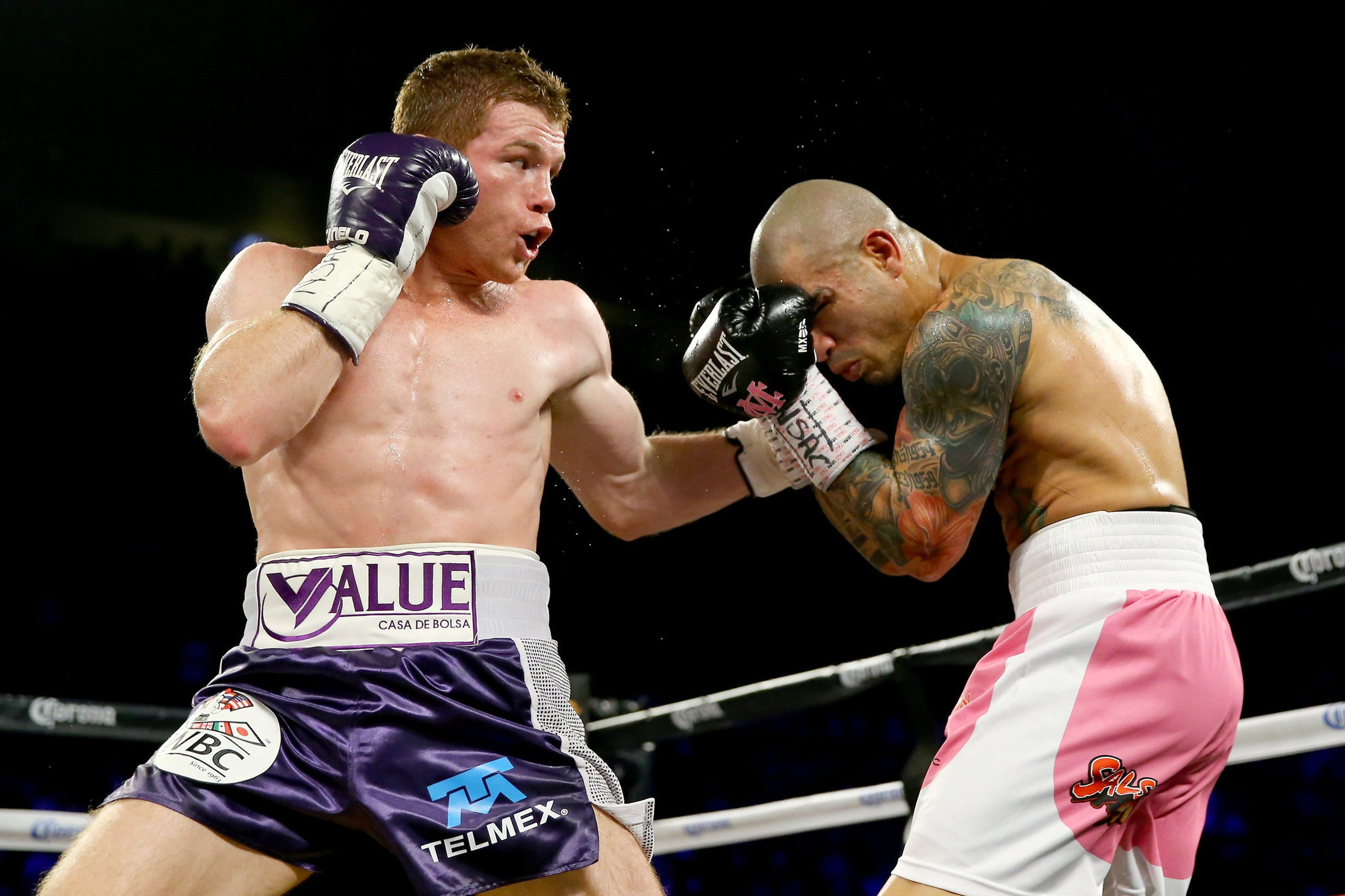 Miguel Cotto faced Canelo Alvarez in November 2015 for the WBC middleweight title. Photo: Al Bello/Getty Images
