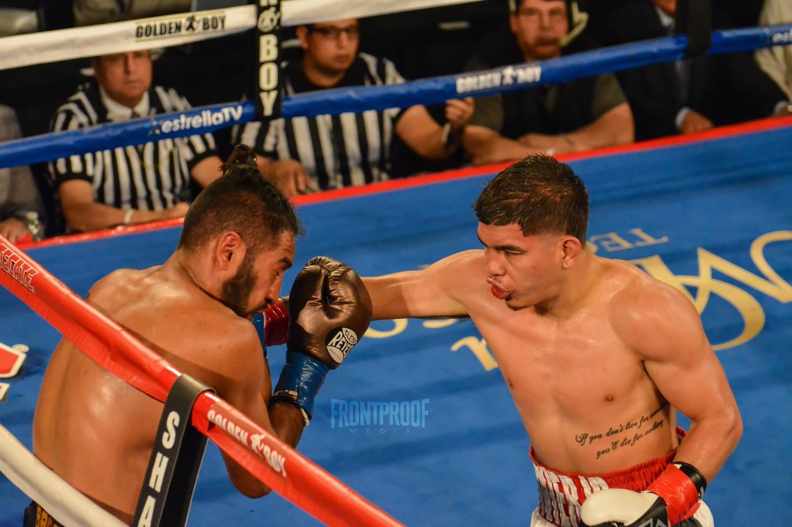 Javier Martinez lands a straight right on his opponent. Photo: Cynthia Saldaña/Frontproof Media