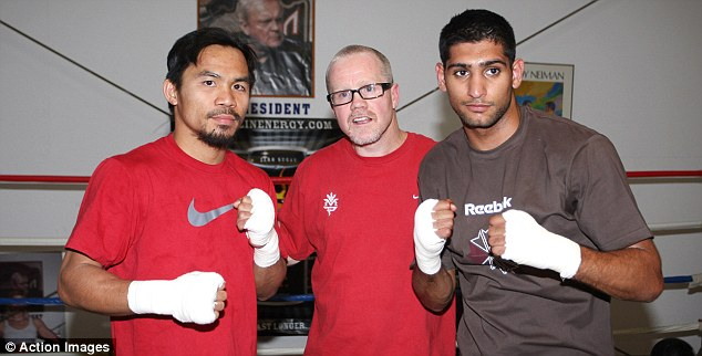 Manny Pacquiao, Freddie Roach, and Amir Khan take a picture during training in 2010. Photo: Action Images