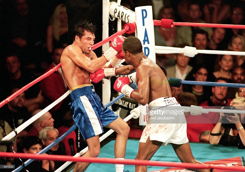 Oscar De La Hoya and Felix Trinidad faced off on September 18, 1999. This was the last unification welterweight title bout that featured two undefeated fighters. Photo: Jed Jacobsohn/Getty Images
