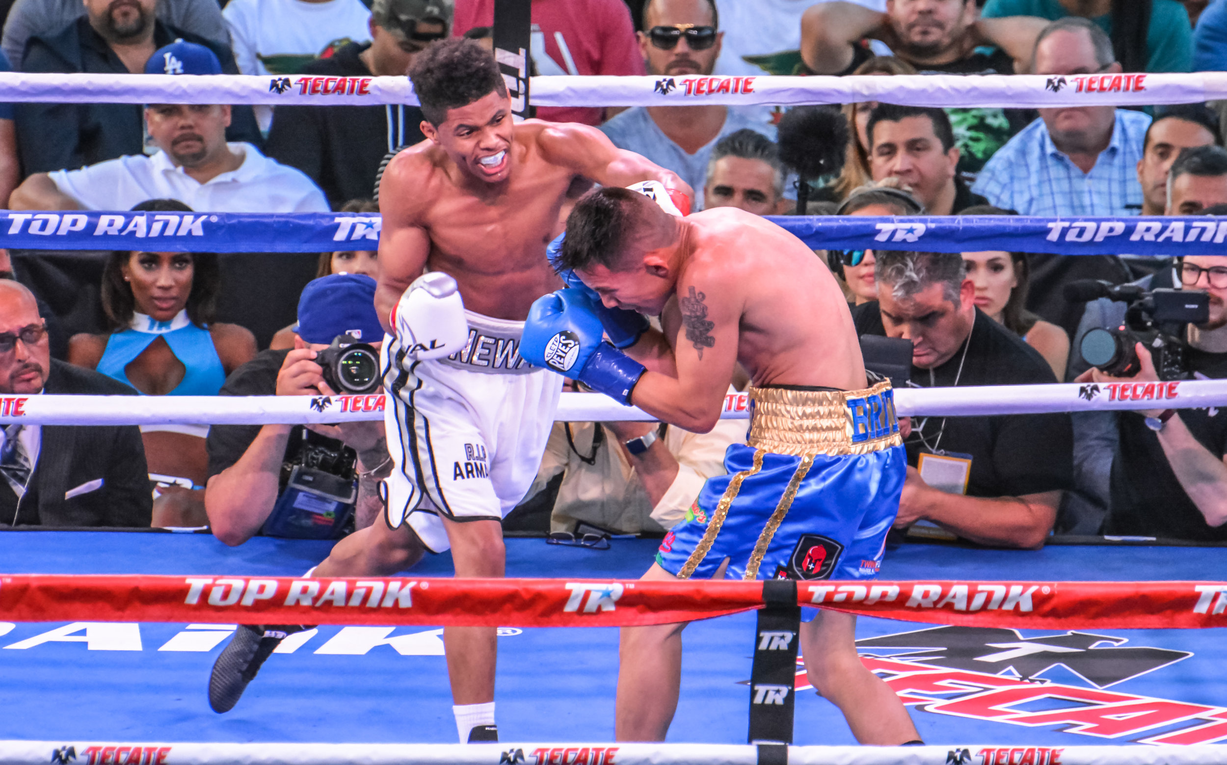 Shakur Stenson wins his pro debut against tough Edgar Brito. Photo credit: Cythina Saldaña/Frontproof Media