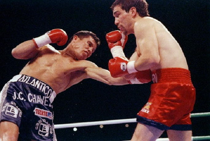 Julio Cesar Chavez dominated Greg Haugen in 1993 in front of over 130,000 fans in Mexico City. Photo: Holly Stein/Getty Images