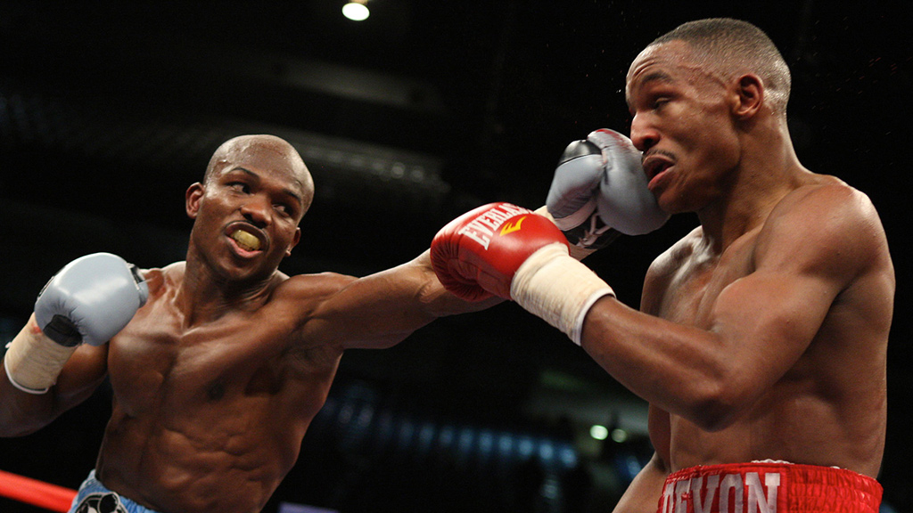 Timothy Bradley defeats Devon Alexander by   decision   to become the WBC/WBO unified 140-pound champion in January 2011. Photo: HBO Sports