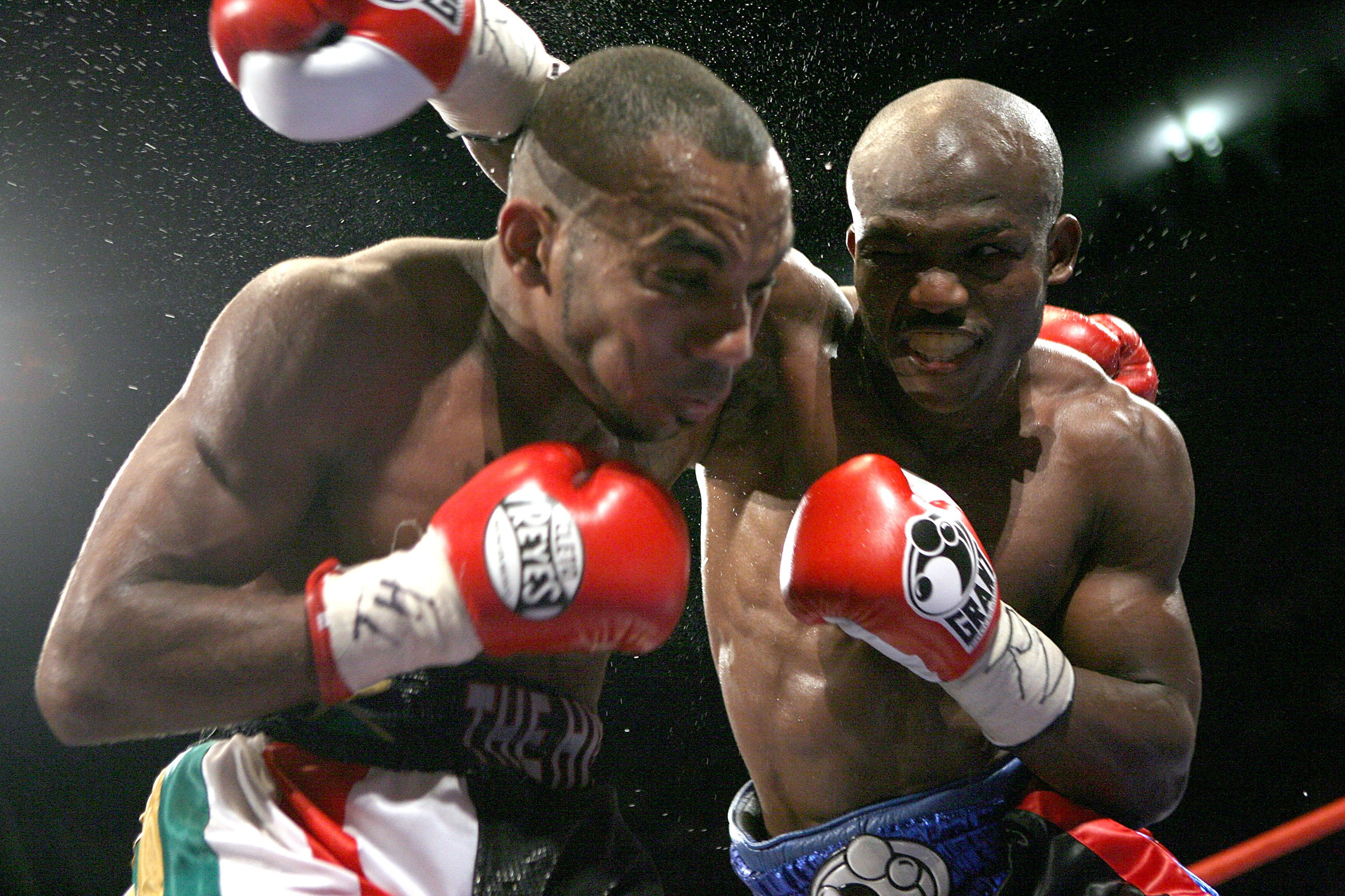 Timothy Bradley traveled to Junior Witter's hometown of Nottingham, England to win the WBC 140-pound championship. Photo: John Gigichi/Getty Images