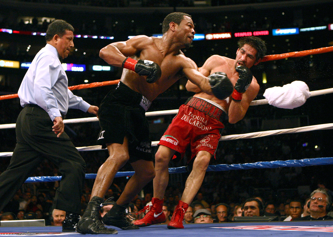 Shane Mosley scored a ninth-round stoppage over Antonio Margarito in January 2009 in one of the best performances of his career. Photo: Donald Miralle/Getty Images