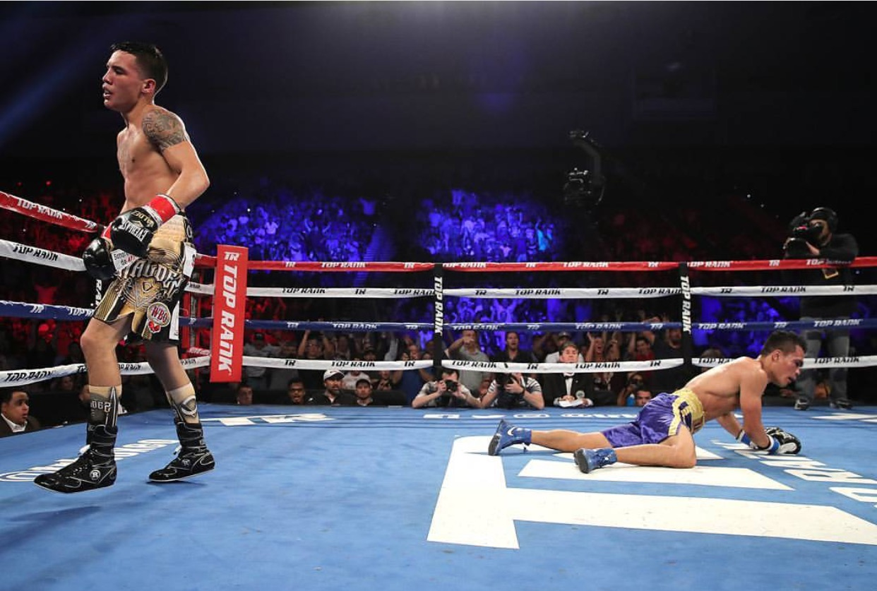 Oscar Valdez scored a knockdown with a left hook in the fifth round against Genesis Servania. Photo: Mikey Williams/Top Rank