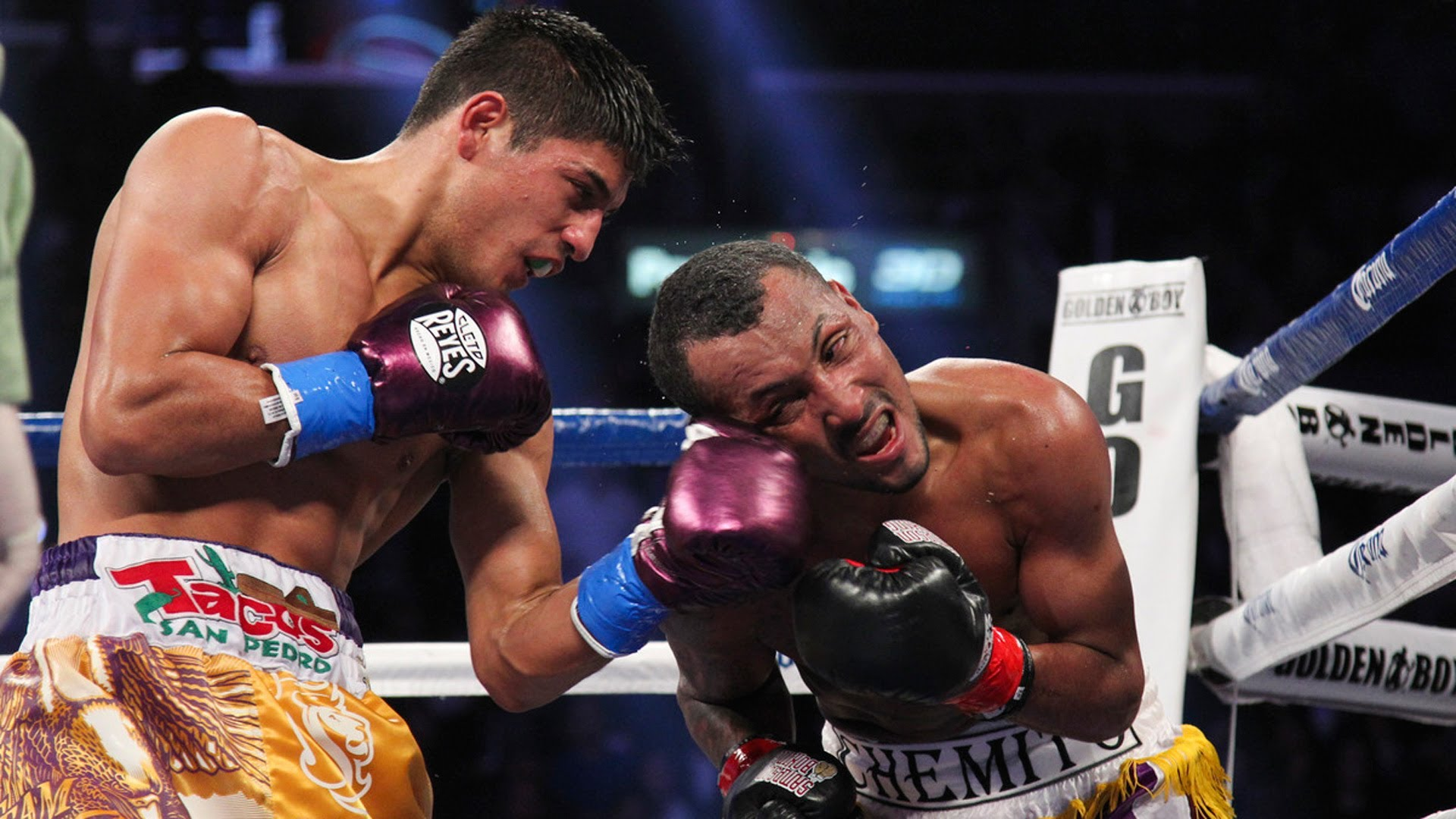 Abner Mares lands a left hand on Anselmo Moreno. Photo: Showtime Sports