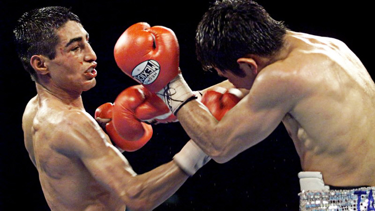 Erik Morales and Marco Antonio Barrera fought in one of the greatest fights of all time in February 2000. Photo: Steve Marcus/Reuters/Action Images