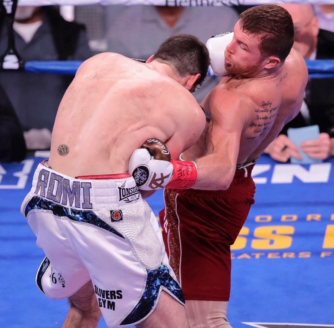Canelo Alvarez lands a perfect body shot on Rocky Fielding. Photo: Marilyn Paulino