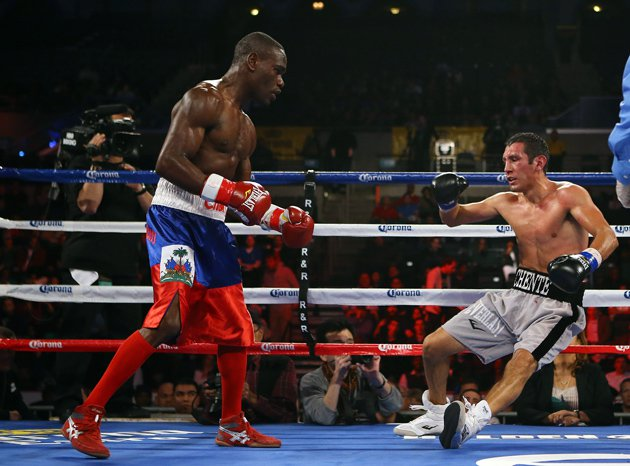 Edner Cherry stopped Vicente Escobedo in six rounds in 2013. Photo: Al Bello/Golden Boy/Getty Images