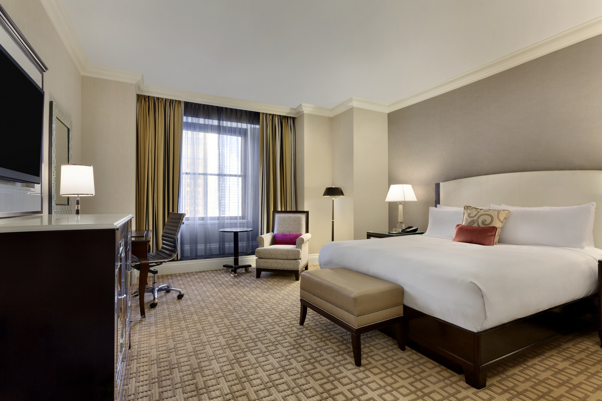 Welcome to the landmark   FAIRMONT ROYAL YORK   in downtown Toronto