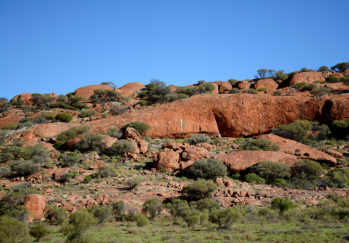 Blocs rocheux de l'outback, dans le APY land, érodés depuis 500 millions d'années. © Photo : Aboriginal Signature • Estrangin Fine Art galerie