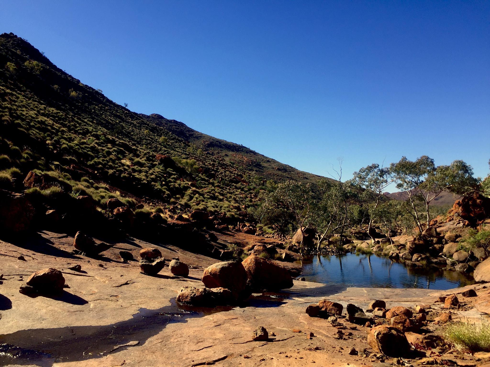 Waterhole dans les territoires Aborigènes. © Photo: Aboriginal Signature Estrangin Fine Art