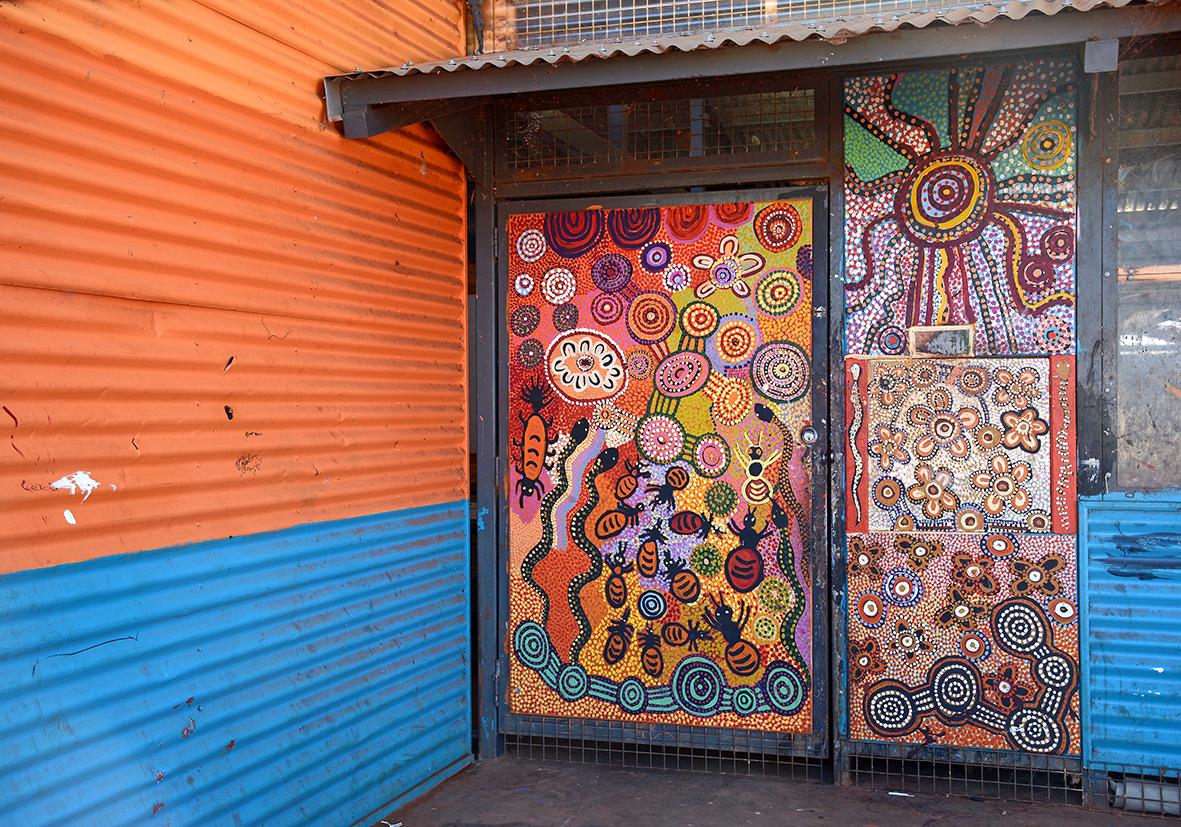 Entrée du centre d'art de Tjala. © Photo : Aboriginal Signature • Estrangin Fine art gallery