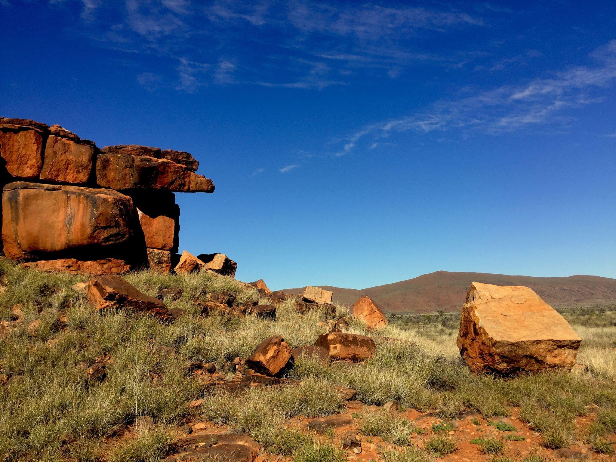Paysage dans le APY land © Photo : Aboriginal Signature • Estrangin Fine art gallery