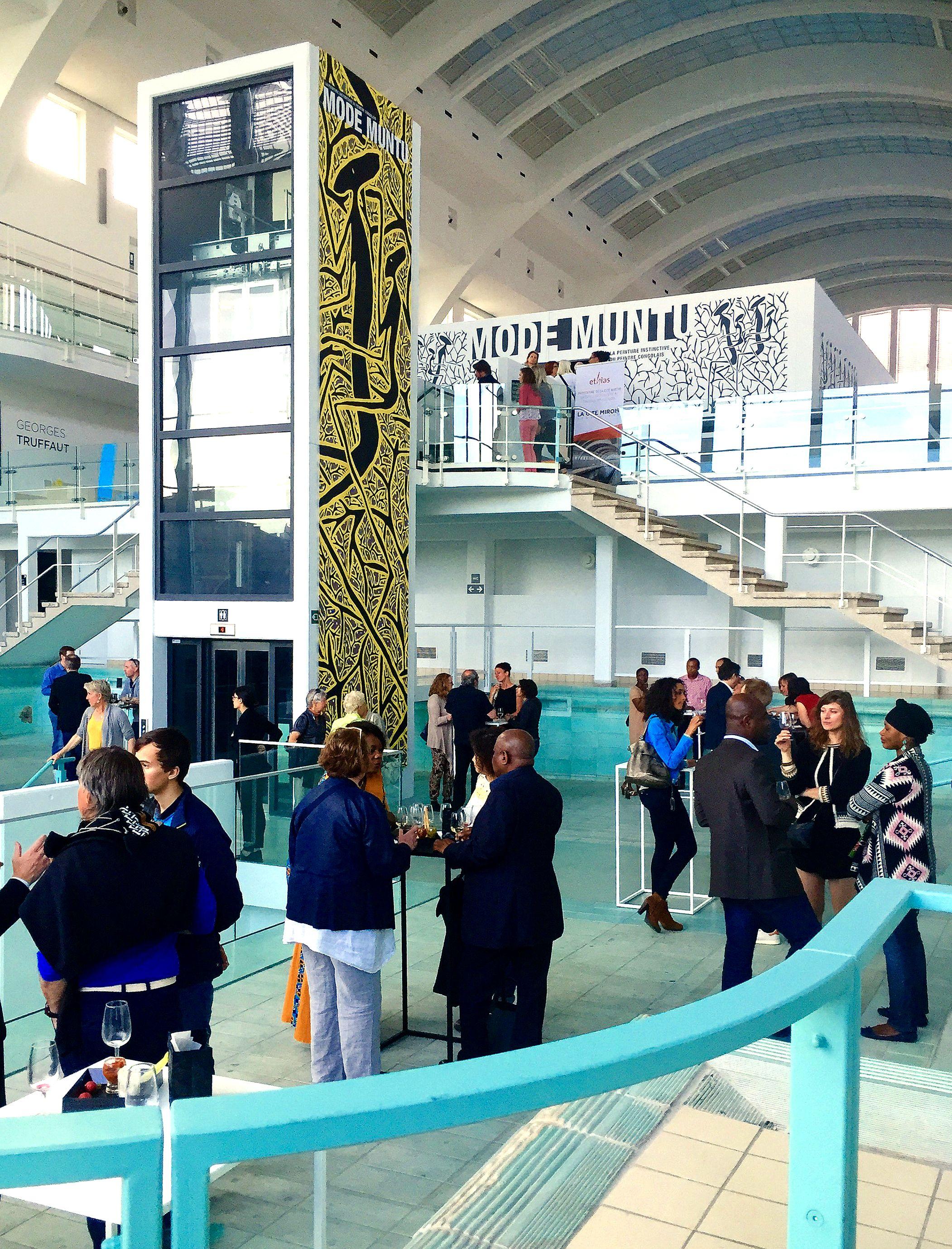 Vue du vernissage de l'exposition Mode Muntu à la Cité Miroir à Liège.