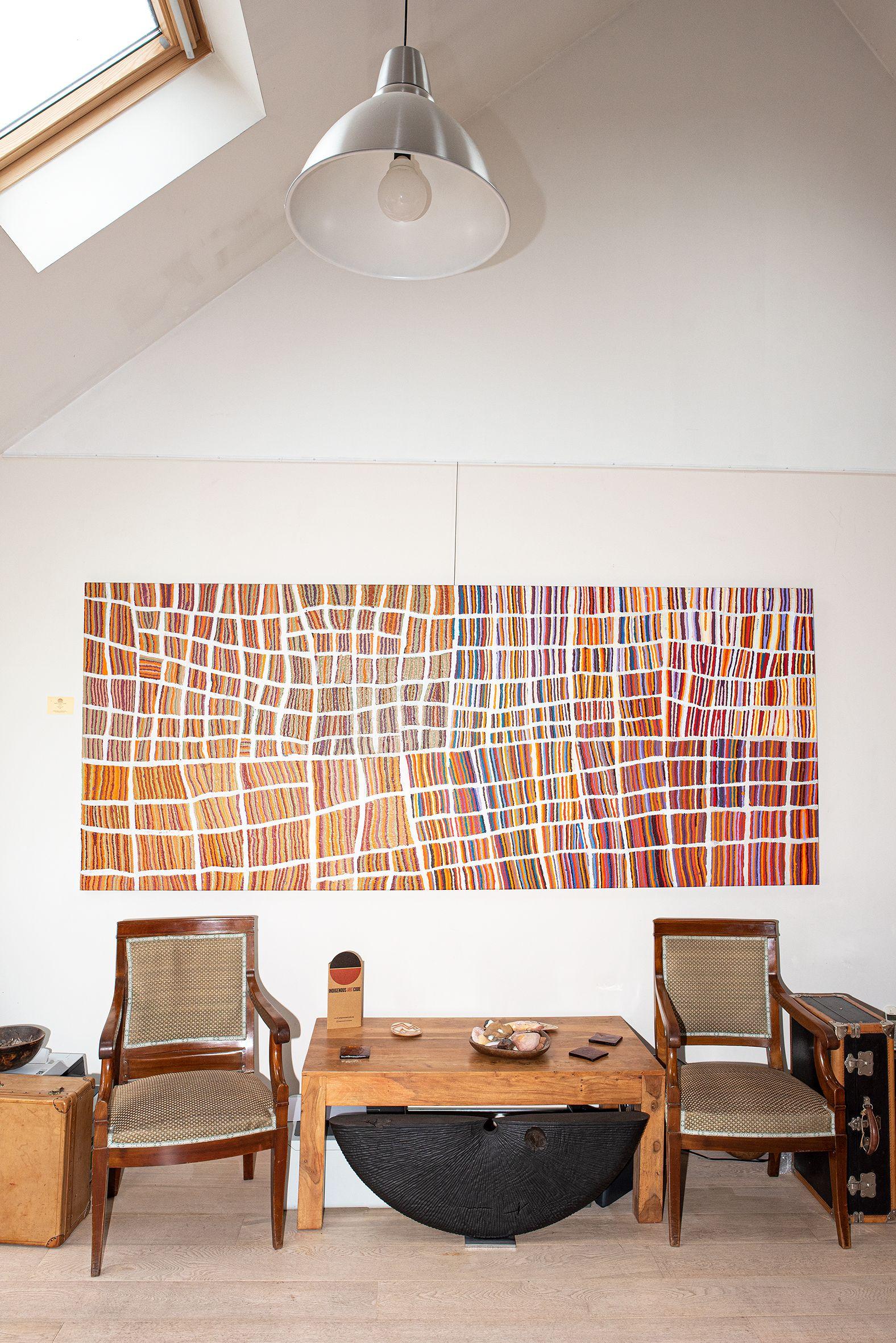 Œuvre collaborative majeure de Wokka Taylor (1939) et Nancy Karnu Taylor (1941). Titre : Jantinti. Format : 300 x 122 cm. ref : 18-150. © Photo : Aboriginal Signature Estrangin gallery with the courtesy of the artists and Martumili.    Plus d'informations sur cette peinture d'art Aborigène.
