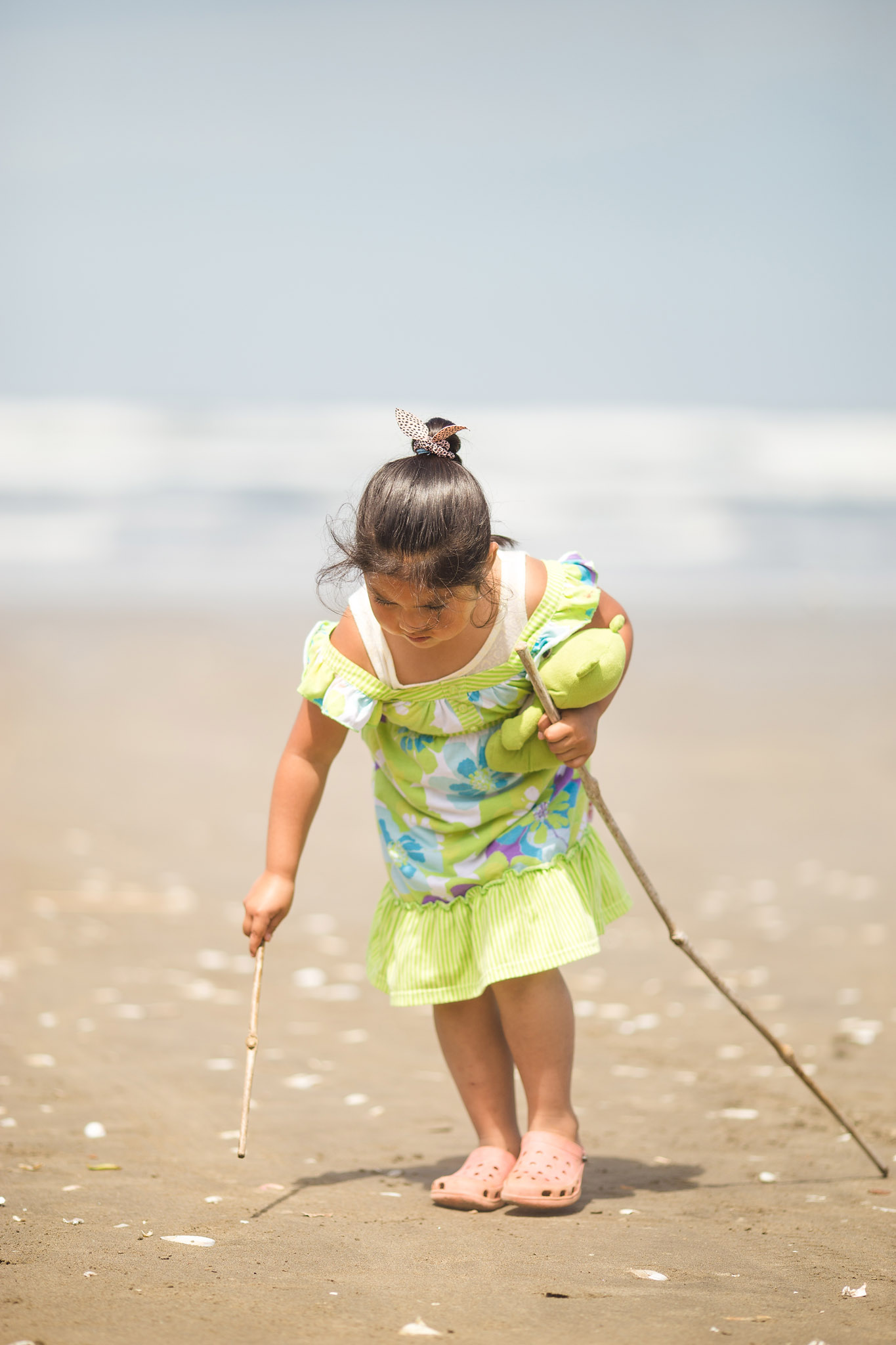 chiloe-girl-beach-ocean-playing
