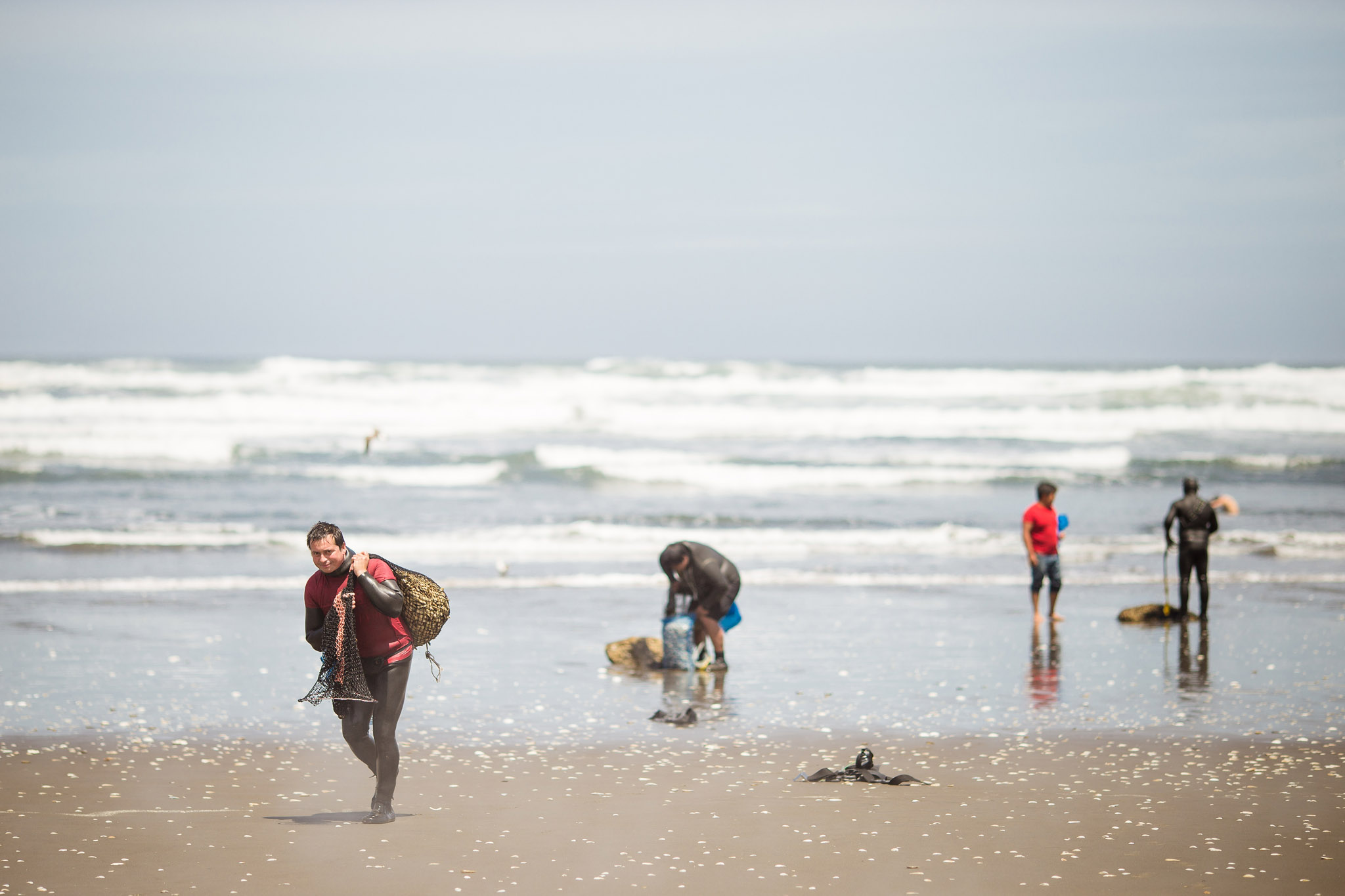 chile-chiloe-fishermen-beach-ocean-3