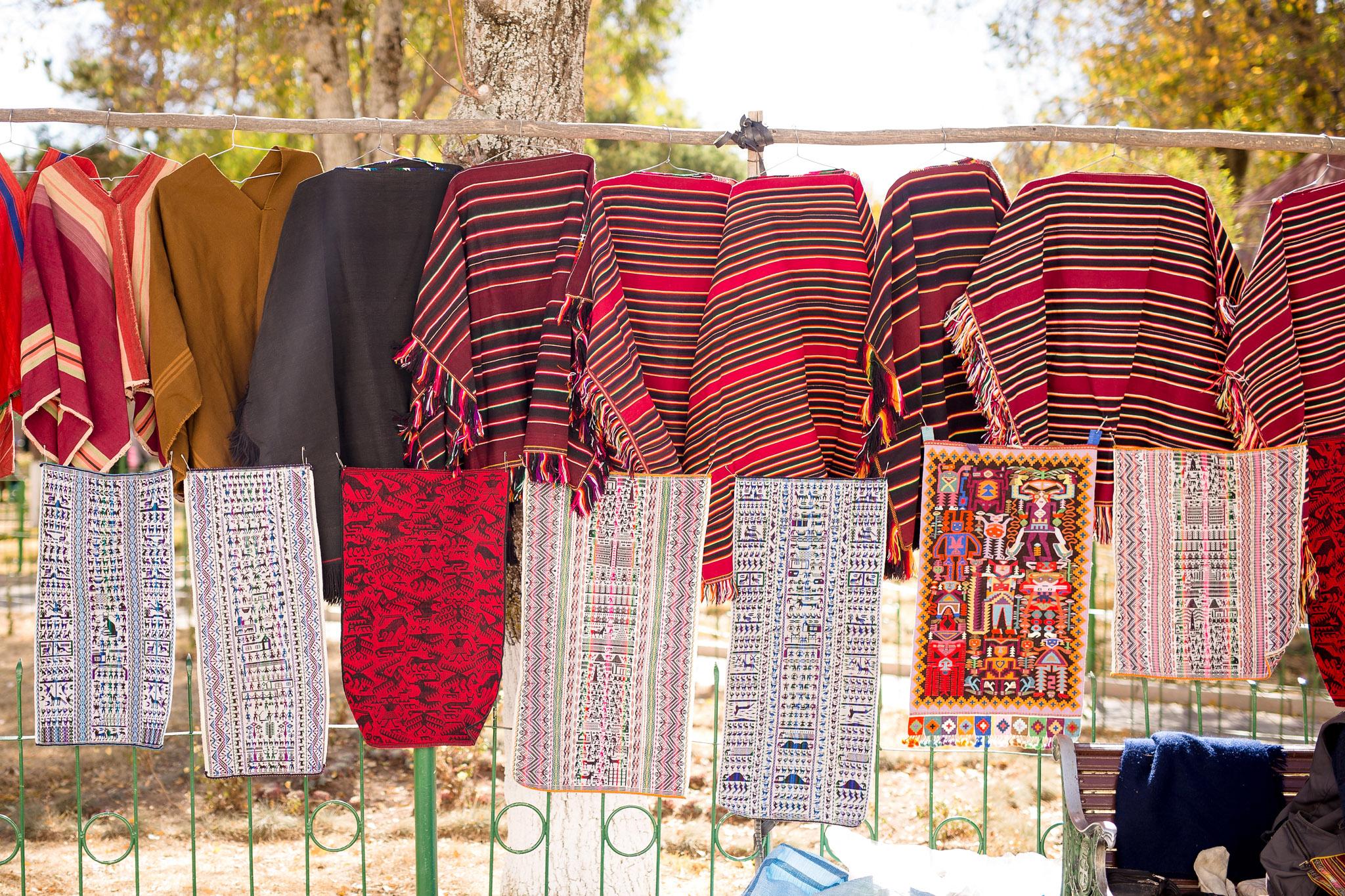 bolivia-handmade-viewing-embroidery-tarabuco-yampara