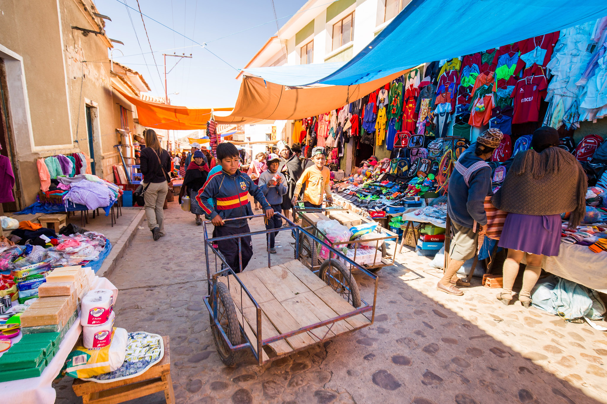 bolivia-market-boy-working-rural