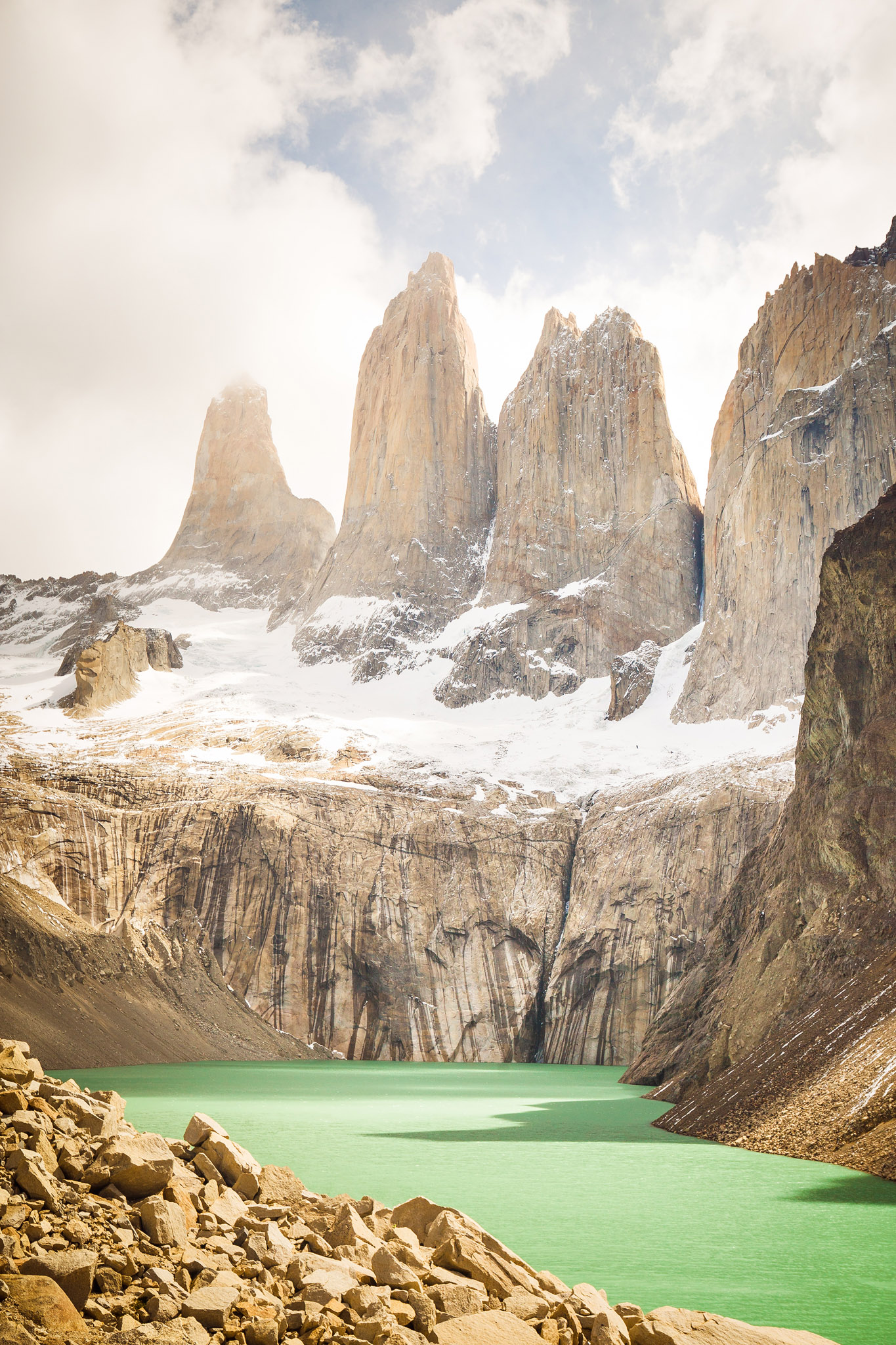 Wedding-Travellers-Overlanding-Destination-Wedding-Chile-Torres-del-Paine-Tres-Torres-Three-Towers-lake-emerald