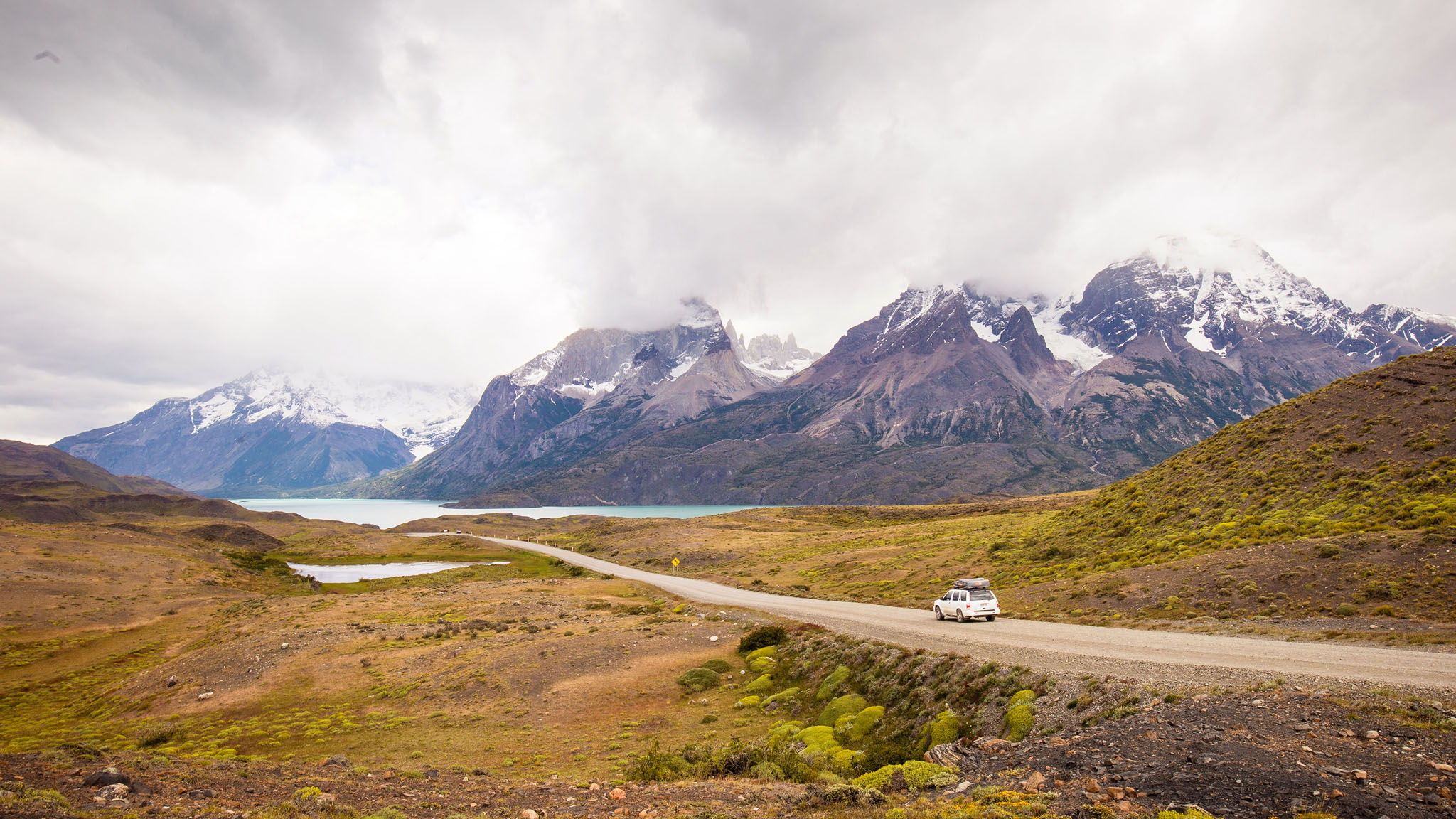 Wedding-Travellers-Overlanding-Destination-Wedding-Chile-Torres-del-Paine-road-car-lake-mountains-snow