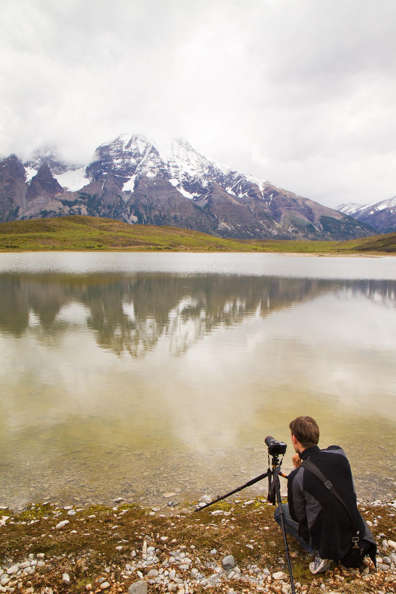 Wedding-Travellers-Overlanding-Destination-Wedding-Chile-Torres-del-Paine-laguna-lake-azul-backstage-photographer-taking-picture-outside-nature