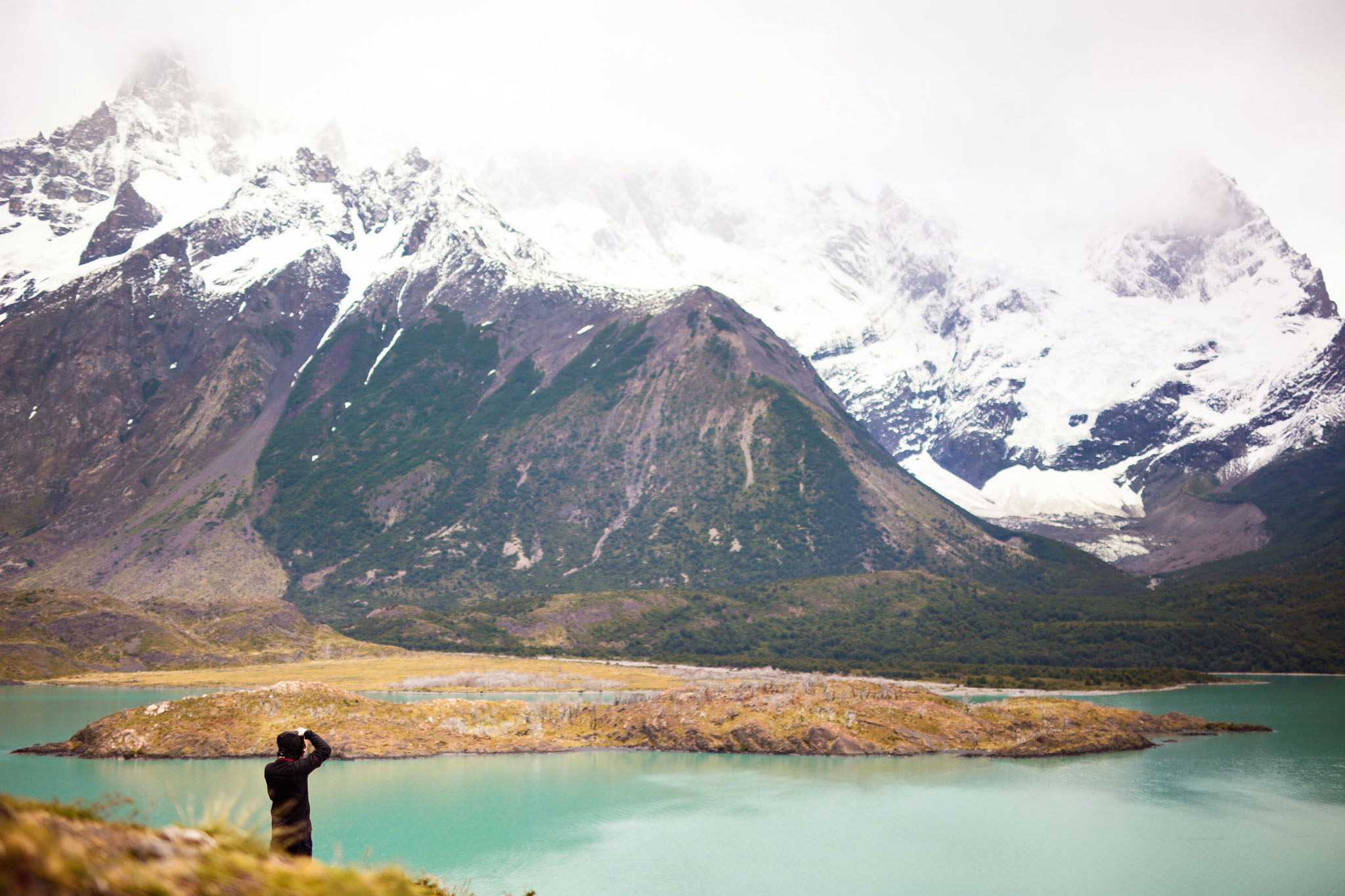 Wedding-Travellers-Overlanding-Destination-Wedding-Chile-Torres-del-Paine-turquoise-cuernos-lago-lake-nordenskjold-photographer-taking-picture