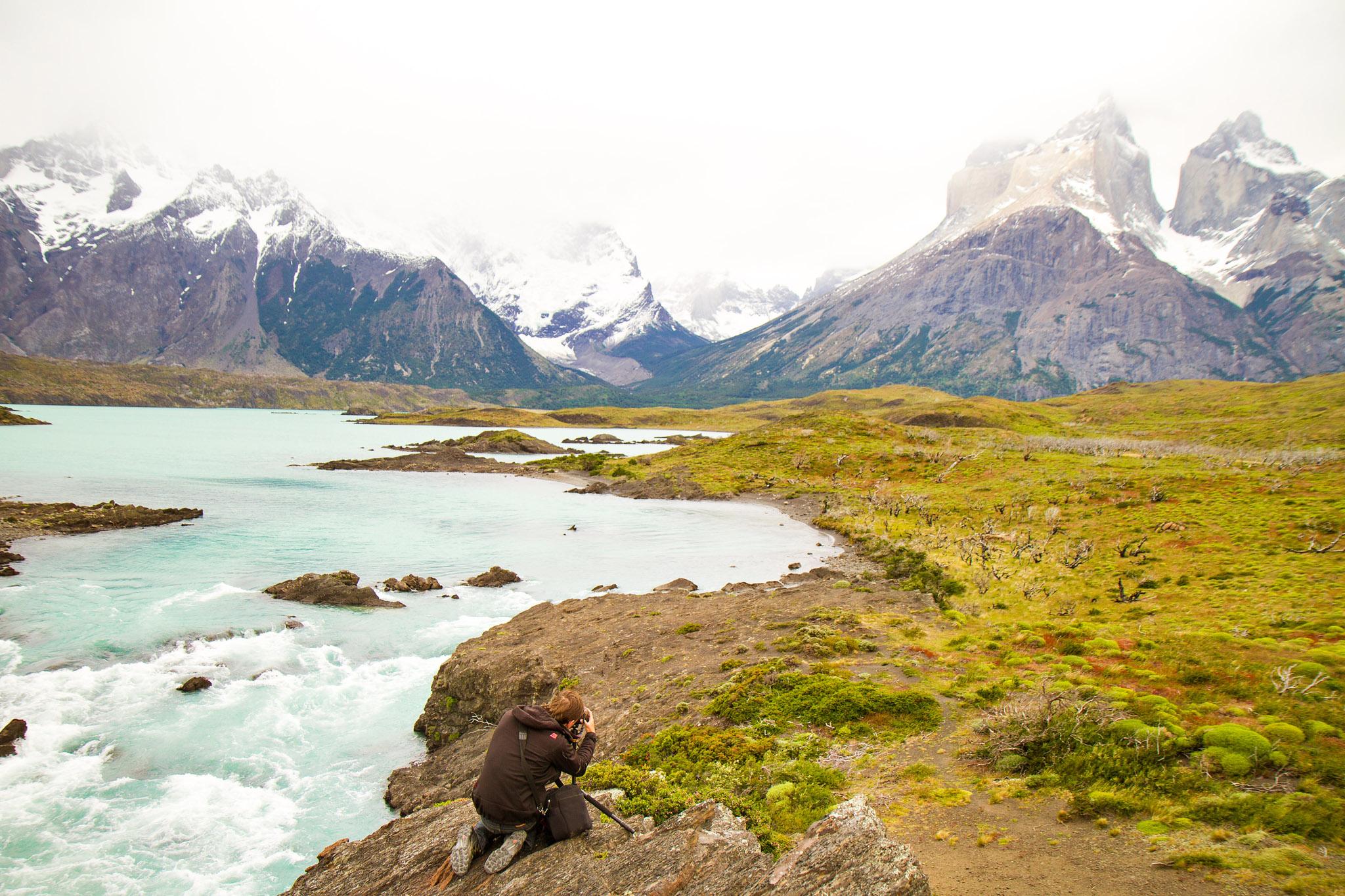 Wedding-Travellers-Overlanding-Destination-Wedding-Chile-Torres-del-Paine-turquoise-cuernos-lago-lake-nordenskjold-river-backstage-photographer-taking-picture