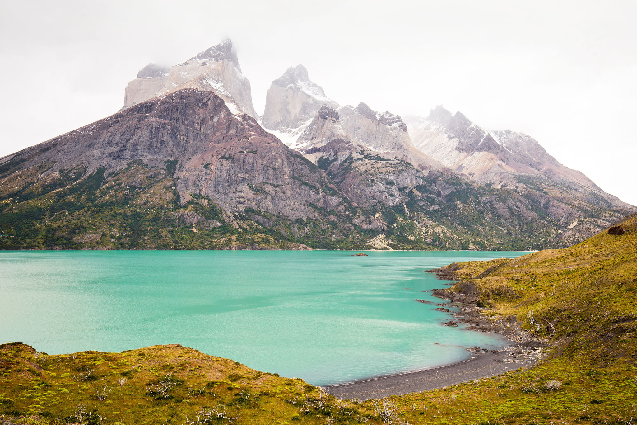 Wedding-Travellers-Overlanding-Destination-Wedding-Chile-Torres-del-Paine-turquoise-cuernos-lago-lake-nordenskjold